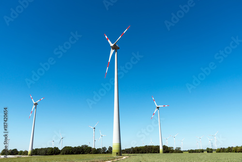Zdjęcie XXL Siła wiatru na polach widzianych w wiejskich Niemczech