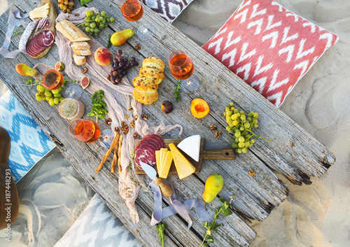 Fotoposter Picknick Top view beach picnic table