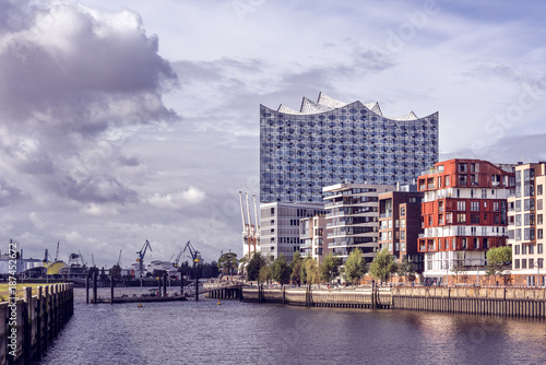Papiers peints Opera, Theatre Germany, Hamburg, HafenCity, Speicherstadt: Panoramic view with the Elbe Philharmonic Hall or Elbphilharmonie, a concert hall in the central HafenCity quarter.
