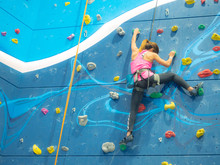 Sport Woman Hanging Extreme Sp...