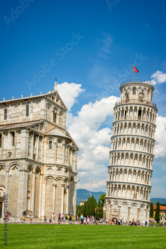 Leaning tower of Pisa and the cathedral (Duomo) in Pisa, Tuscany, Italy Slika na platnu