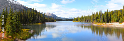 Montage in der Fensternische Kanada Panoramic view of Porcupine creek in Banff national park