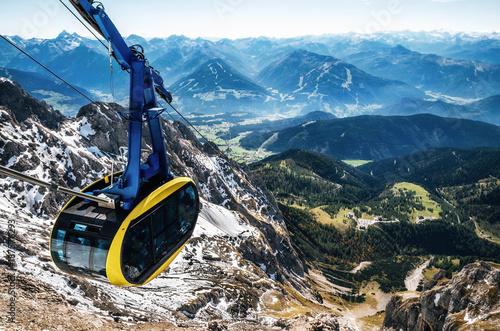 Photo sur Toile Gondoles Cable car or gondola to mountain peak of Dachstein glacier in Austrian Alps