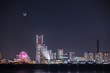 横浜みなとみらいの夜景とランドマークタワーに沈む三日月