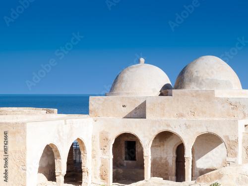 Na południe od Tunezji, Dżerba, starożytnego meczetu Fadh Loon