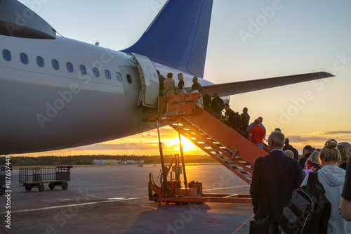Photo People boarding plane, travelers
