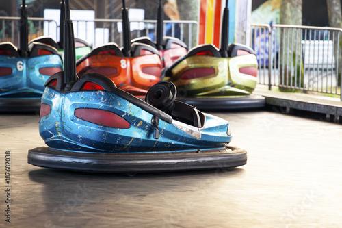 Zdjęcie XXL samochód elektryczny w parku rozrywki