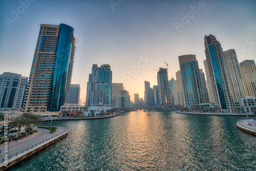 Foto  Dubai Marina skyline at night