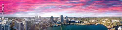 Foto  Orlando skyline at sunset, beautiful panoramic view of Florida