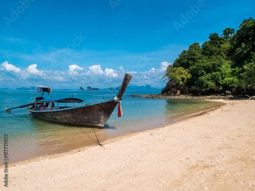 Fototapeta Long thail boat on the beach of an empty island Koh Nok in Thailand. obraz