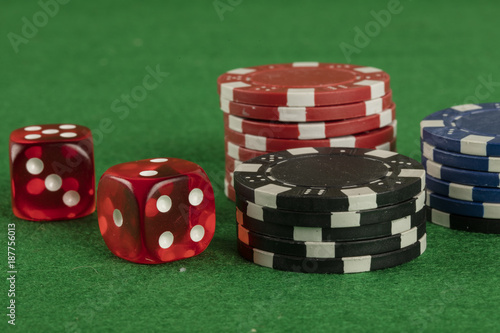 Платно  two red dices and different color chips