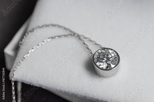 Obraz na plátně Beautiful Diamond pendant