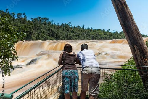 Fotobehang Natuur Park Man and woman on the Saltos del Monday near the city of Ciudad del Este in Paraguay