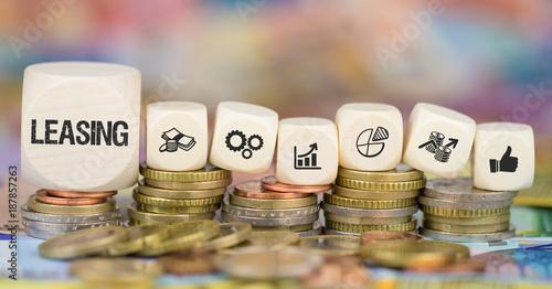 Cuadros en Lienzo  Leasing / Münzenstapel mit Symbole