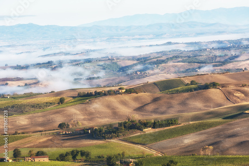 Tuinposter Zalm Typical autumn rural landscape in Tuscany, Italy