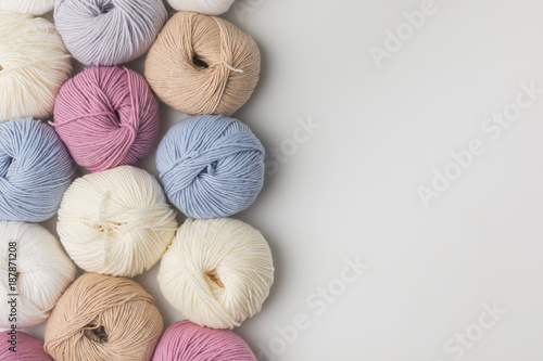 Fotografía colored yarn balls in a row isolated on white background