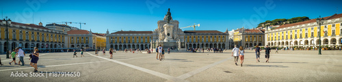 Photo Stands Paris Vista de las calles de ciudad del viejo Lisboa, Portugal