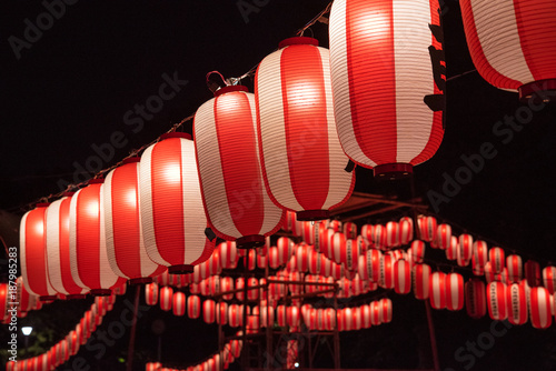 Tuinposter Japan Japanese festival paper lanterns at night 夏祭りの提灯