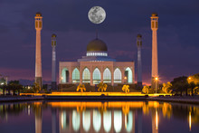 Beautiful Mosque With Full Moon Background