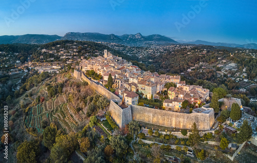 Photo sur Aluminium Vue aerienne Aerial view on Saint Paul de Vence fortified medieval village, Alpes-Maritimes, France