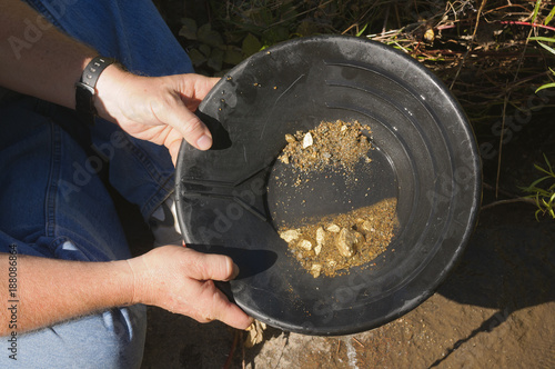 Fotomural gold panning hoping to strike it rich