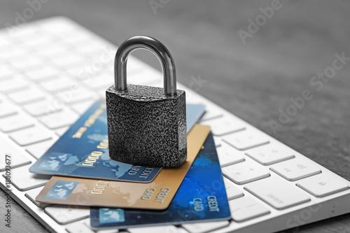 Fototapeta Credit cards and lock on computer keyboard, closeup obraz