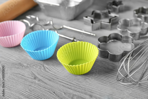 Photo  Kitchen utensils for pastries on wooden background