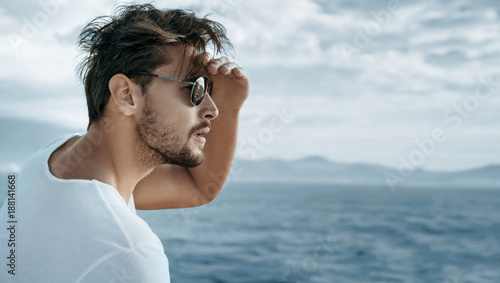 Staande foto Artist KB Portrait of a handsome man watching ocean waves
