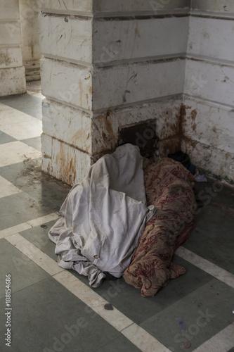 Fotografia  sleep in city corner