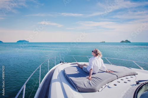 Fotografía beautiful woman enjoying luxurious yacht cruise, sea travel by luxury boat