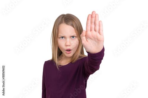 Fotografie, Obraz  Ein Schulkind signalisiert Stopp mit der erhobenen Hand