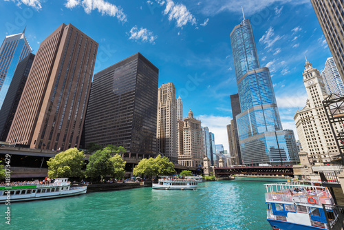 Poster Chicago Chicago Downtown and beautiful Chicago river at sunny day, Chicago, Illinois.