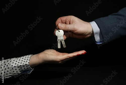 Photo Dłonie z kluczami