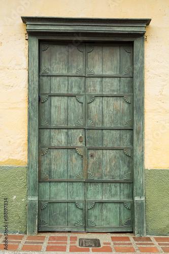 Fotografía  Colombian colonial wooden door
