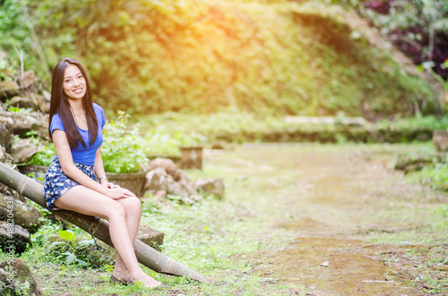Papiers peints Bambou Asian girl sit down path in Bamboo forest