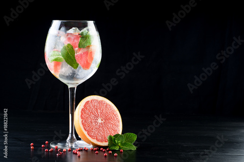 Foto op Canvas Alcohol fancy gin and tonic selection drink alcohol cocktail craft fresh fruit spices mint glass bar