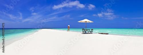 Fotografie, Obraz Bikinimodel auf einer einsamen Malediven-Sandbank
