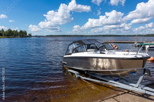 Obraz na plátně Boat launch on lake water