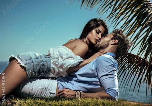 Fotografia Portrait of a cheerful, romantic couple on vacation