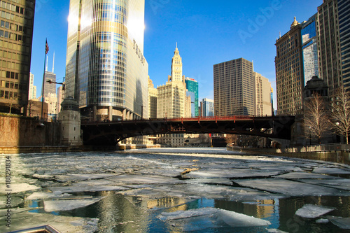 Foto op Plexiglas Chicago Sunlight reflecting off of buildings in Chicago Loop during a frigid day in January, with frozen Chicago River