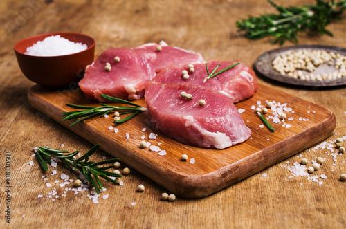 Staande foto Vlees Raw slice of meat