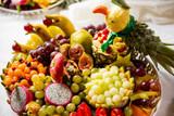 Fototapeta Fototapety do kuchni - Kompozycja z warzyw owoców i kwiatow na swiątecznym stole