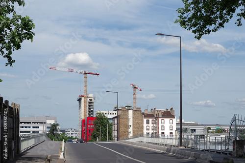 Obraz na plátně Constructions en banlieue parisienne