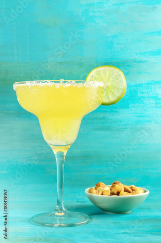 Láminas  Margarita cocktail photo on vibrant background with copyspace