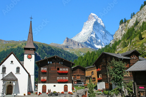 Beautiful view of old village with Matterhorn peak background in Zermatt, Switze Fototapet