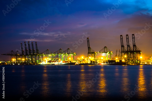 Photo  Singapore Oil refinery at night