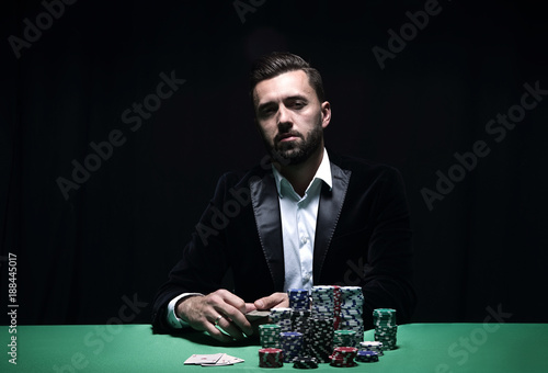Photo  Portrait of a professional poker player