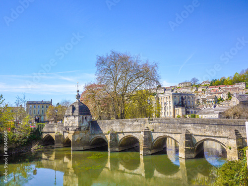 Photo Historic Saxon village view of Bradford on Avon including the famous stone bridge and ancient British houses in the town