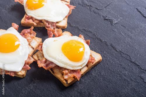 Foto op Plexiglas Gebakken Eieren toast with bacon and fried eggs
