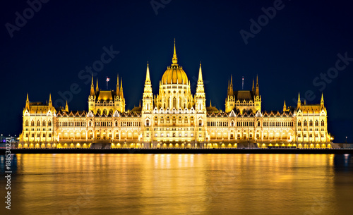 Poster Oost Europa Parliament building in Budapest at night.